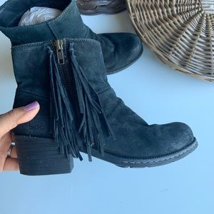 B.O.C black fringe leather suede ankle booties